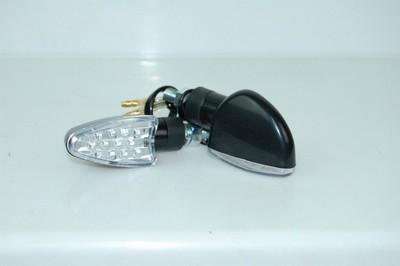 Index irányjelző lámpa, fekete, ovális, víztiszta búrás, LED CN
