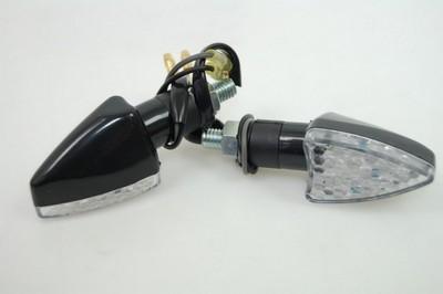 Index irányjelző lámpa fekete víztiszta búrás, LED,
