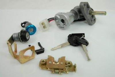 zár szett komplett gyújtás ülés zár kulcsok szett CPI GTX 50/125